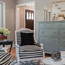 Dresser & Chairs